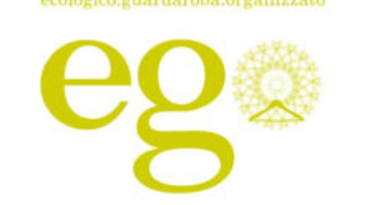 Ecologico Guardaroba Organizzato.Gli Abiti Dello Show Room Ego Non Si Acquistano Si Usano