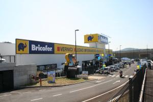 L'esterno del punto di vendita a Pesaro, inaugurato nel 2014 (giugno)