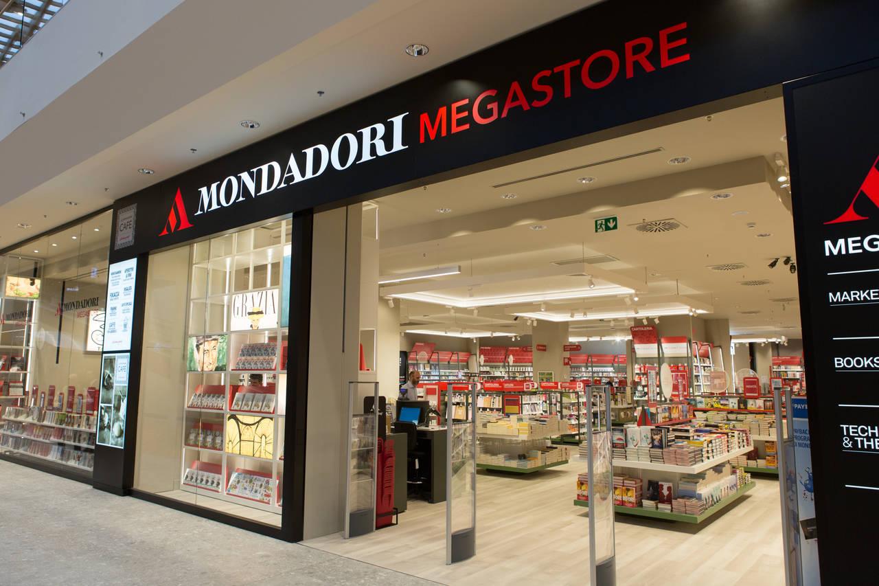 Mondadori Megastore - Il Centro - Arese - ingresso