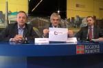 """Sergio Chiamparino, al centro, mostra il logo """"Piemunto"""""""