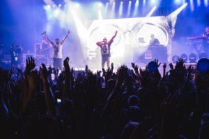 Un'immagine del concerto di Emis Killa, uno dei live graatuiti del Valmontone Outlet Summer Festival