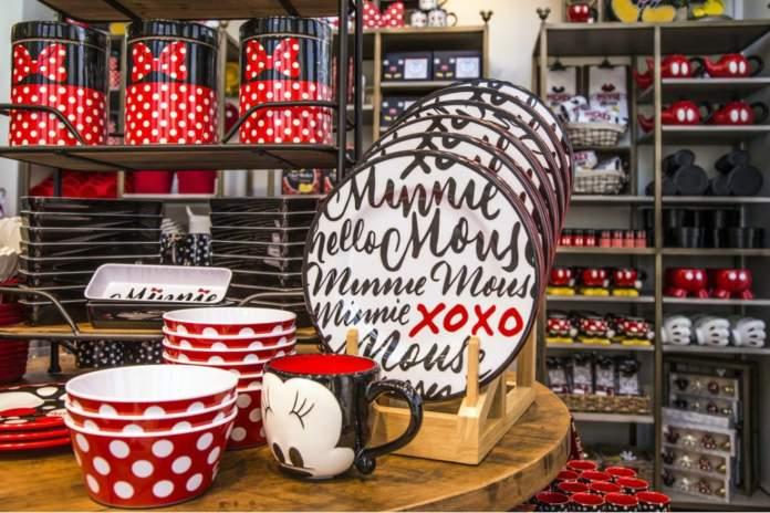 È dedicato all'arredamento per la casa il negozio Disney Home aperto al Disneyland Resort in California, ubicato nel Downtown Disney District