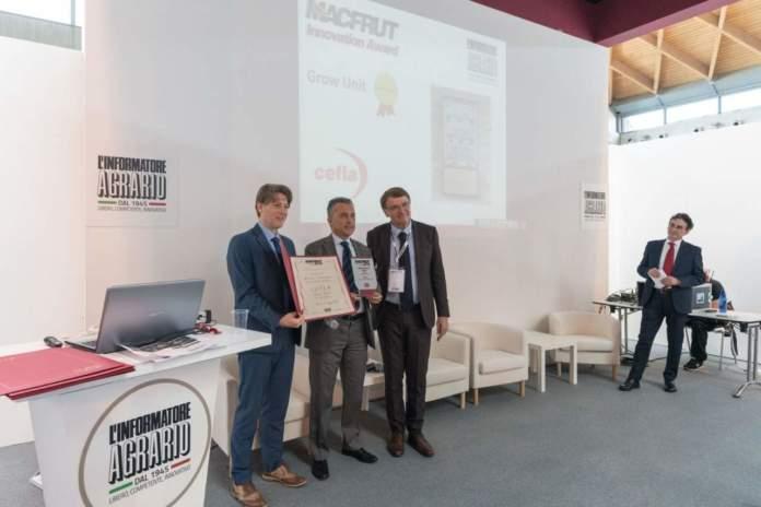 Andrea Ventura, managing director di Cefla Shopfitting, Renzo Piraccini, presidente di Cesena Fiera, e con Antonio Boschetti, direttore dell'Informatore Agrario