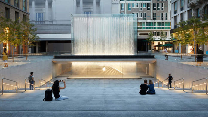 Apple-Piazza-Liberty_piazza-center-steps_07242018