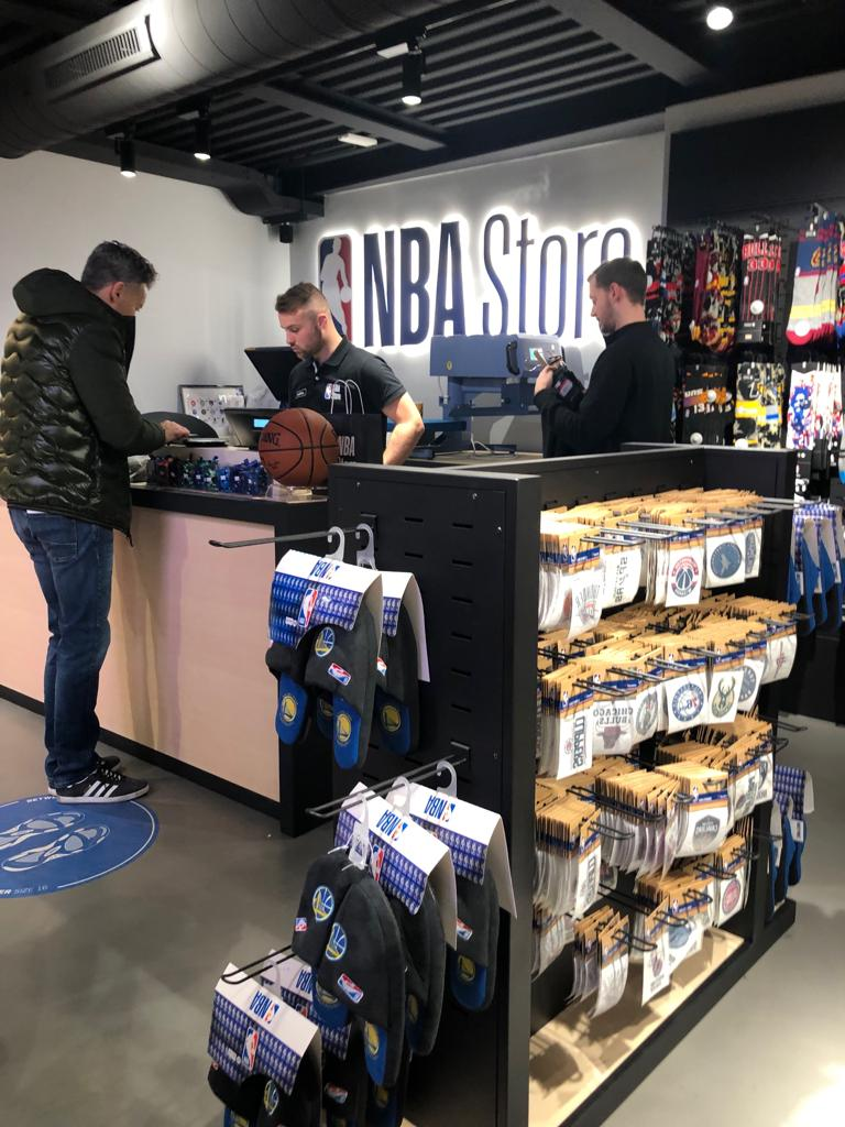 A milano primo nba store europeo for Shop milano