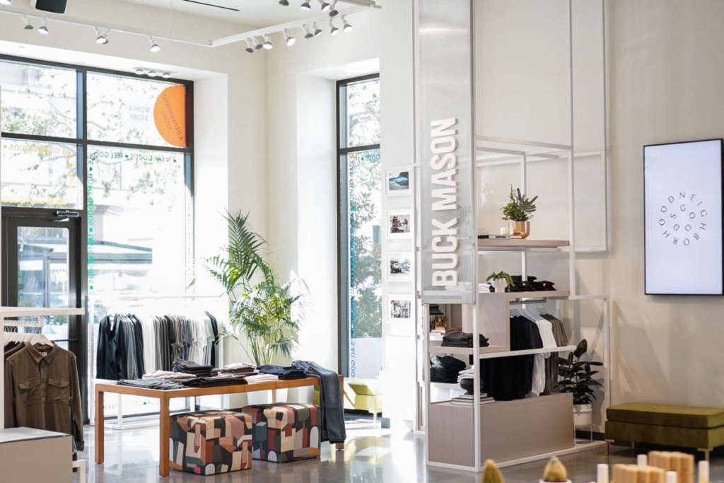 L'area del brand Buck Mason da Neighborhood Goods a Plano Texas