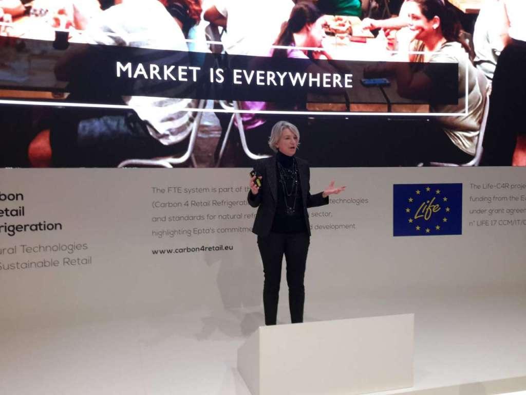 Cristina Lazzati durante l'intervento sull'Italian Retail Revolution